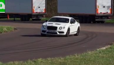 Chris Harris, de lado con el Bentley Continental GT3 R