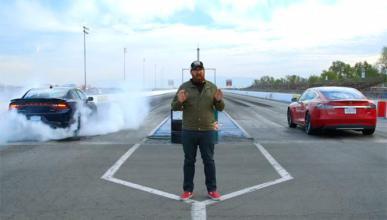 Vídeo: Dodge Charger 'vs' Tesla Model S P85D