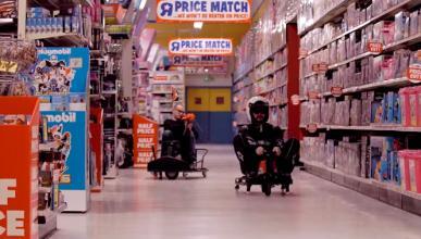 Vídeo: ¿Te apetece una carrera de karts en una juguetería?