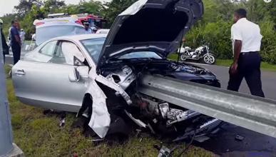 Increíble: ensarta el coche en un guardarraíl, y sale ileso