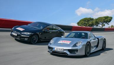 Porsche 918 Spyder contra Tesla Model S P85D