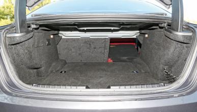 Encuentran a diez inmigrantes en el maletero de Maserati
