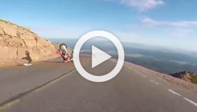 Un motorista del Pikes Peak 2014 se cae por un barranco