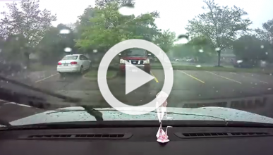 ¿Qué pasa si un rayo cae sobre un Tesla que está cargando?