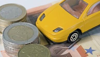 Compra un coche de lujo y lo paga ¡con monedas!
