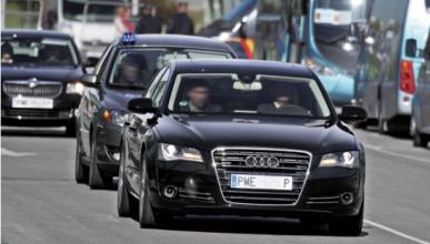 Los coches oficiales defienden su trabajo