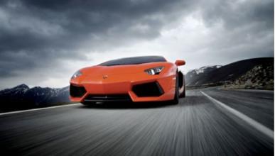 Un Lamborghini Aventador plateado se estrella en Alemania