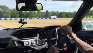 Lewis Hamilton se pone a driftar con un Mercedes E63 AMG