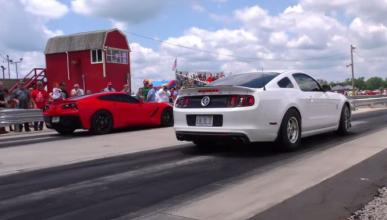 Drag Race de cuidado: Corvette Stingray C7 vs Mustang GT500
