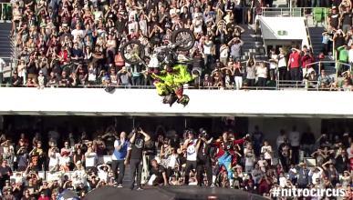 Vïdeo: Back-flip en moto con cuatro personas
