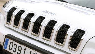 Llamada a revisión de Chrysler por 'hackeos'