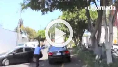 Destrozan a golpes los coches de Uber