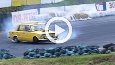 ¿Qué pasa si pones un motor V8 en un Lada?
