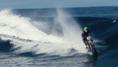 Surf con una moto de cross gracias a Robbie Maddison
