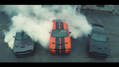 ¿Quieres ver tres Dodge Challenger Hellcat derrapar juntos?