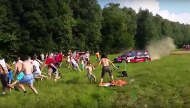 Vídeo: así se salvan de que un coche de rally los atropelle