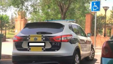 Multa por denunciar que un coche patrulla está mal aparcado