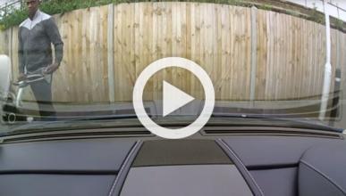 Vídeo: araña un Aston Martin V8 Vantage con una llave