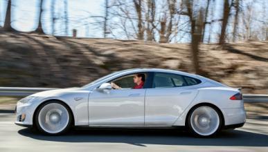 Tesla empieza los ensayos con piloto automático