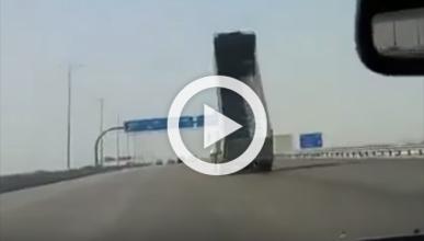 Este camionero la 'lía' a lo bestia en Arabia Saudí