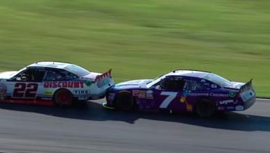 Vídeo: saca de la pista a su rival para ganar la carrera