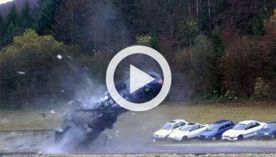 Vídeo: ¿qué pasa si chocas a 200 km/h?