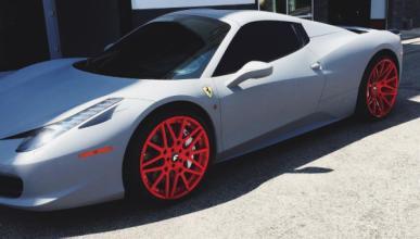 Kylie Jenner 'tunea' su Ferrari 458 Spider