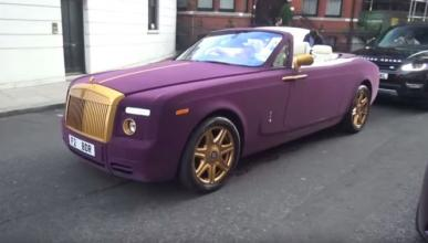 Un Rolls-Royce Phantom cubierto de terciopelo púrpura