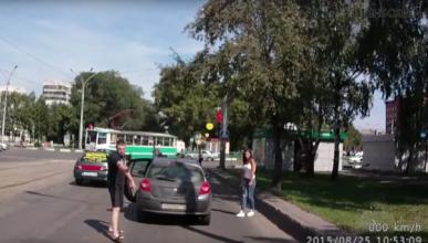 Vídeo: Primero le da un hachazo y luego le pega dos tiros