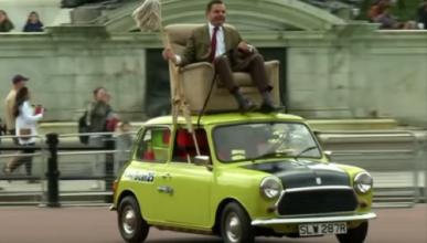 ¿Qué hace Mr.Bean subido en el techo de un coche?