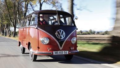 El icono hippie de Volkswagen busca enchufe para cargar