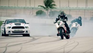 Una nueva batalla de drift entre coches y motos