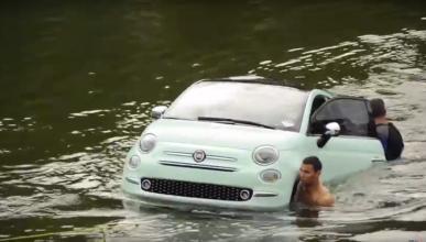 ¿Qué demonios hace un Fiat 500 2016 en medio de un río?
