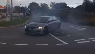 Mitsubishi EVO pierde el control tras una polémica maniobra