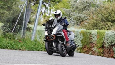 Peugeot-Metropolis-400-RS-acción-delantera