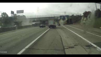 Accidente y caos en una autopista de Detroit