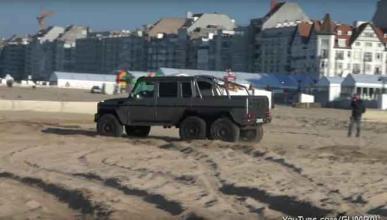 Mercedes G63 AMG 6x6 : drifting en la playa