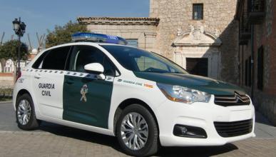 La Guardia Civil multada en Olot (Girona) por aparcar mal