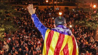 Lorenzo se quema la pierna celebrando el título en Mallorca