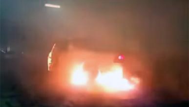 Este 'burnout' acaba con medio coche ardiendo