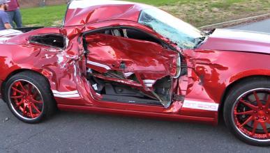 ¡Para haberse matado! Brutal accidente de un Shelby GT500