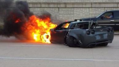 Un Corvette se estrella a 240 km/h en plena carrera ilegal