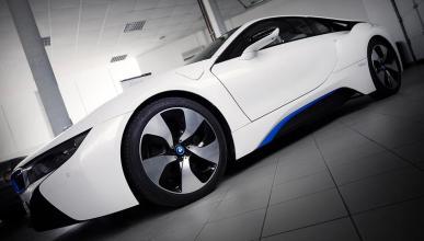 Un BMW i8 con un motor Alpina V8