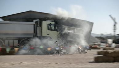 Una niña de 4 años la lía 'conduciendo' un camión Volvo