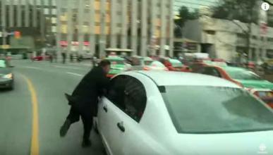 Se tira en marcha a un coche de Uber
