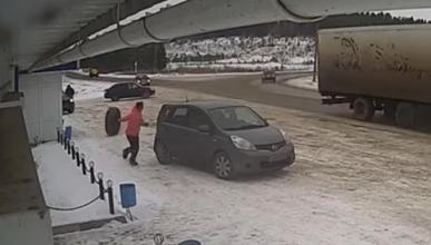 ¿De dónde sale ese neumático?