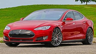 Así acelera la última evolución del Tesla Model S P90D