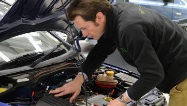 Un mecánico que arreglaba coches y 'quitaba' multas