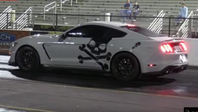 Así de rápido es un Ford Mustang con óxido nitroso