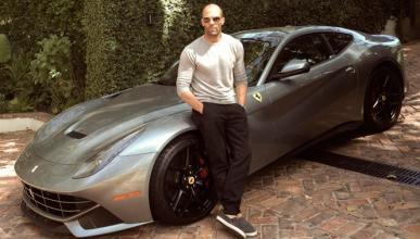 El nuevo juguete de Jason Statham, un F12 Berlinetta
